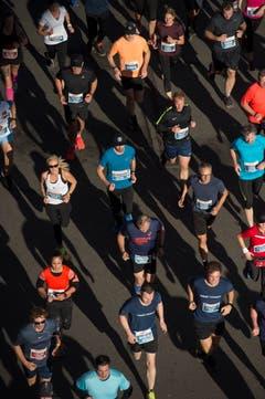 Blick von oben auf die Läufer. (Bild: Dominik Wunderli, Luzern, 27. Oktober 2019)