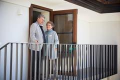 Ruedi von Ah ist der Präsident der Liberalen Baugenossenschaft Meggen, und Jacqueline Kopp ist von der Wohnbaugenossenschaft Meggen. Die beiden Genossenschaften haben das Gebäude im Baurecht für 100 Jahre übernommen.