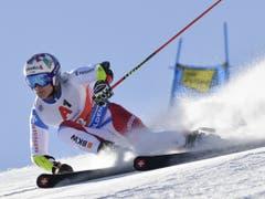 Marco Odermatt deutet seine Ambitionen mit Platz 3 im ersten Lauf an, büsst im zweiten aber zehn Plätze ein (Bild: KEYSTONE/GIAN EHRENZELLER)