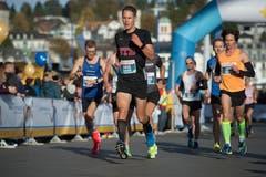 Die Läufer kurz vor dem KKL. (Bild: Dominik Wunderli, Luzern, 27. Oktober 2019)