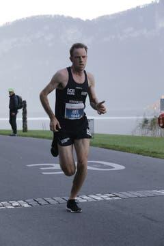Neil Burton auf seinem Weg zum Sieg im Halbmarathon. (Bild: Jakob Ineichen, Horw, 27. Oktober 2019)