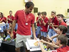 Auch 2019 lädt Federer die Ballkids zum Pizzaplausch ein (Bild: KEYSTONE/GEORGIOS KEFALAS)