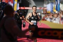 Neil Burton ist Sieger des Halbmarathons. (Bild: Corinne Glanzmann, Luzern 27. Oktober 2019)