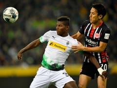 Breel Embolo (links) findet bei Borussia Mönchengladbach langsam zu alter Stärke zurück (Bild: KEYSTONE/AP/MARTIN MEISSNER)
