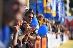 Gespanntes Warten auf die Läufer beim Ziel. (Bild: Corinne Glanzmann, Luzern, 27. Oktober 2019)