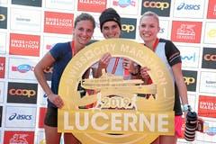 Das Siegertrio bei den Frauen: Franziska Inauen (Mitte) gewinnt vor Mirjam Niederberger (rechts) und Nina Högger. (Bild: Andy Mettler/swiss-image, Luzern, 27. Oktober 2019)