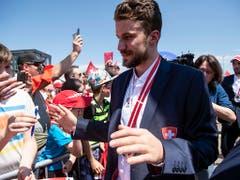 Grosser Empfang in Kloten: 2018 gewann Josi mit der Schweizer Nati zum zweiten Mal WM-Silber (Bild: KEYSTONE/MELANIE DUCHENE)