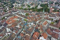 Die St. Galler Altstadt und die Kirche St. Laurenzen aus luftiger Perspektive.(Bild: Josia Zaugg/www.70tageumdiewelt.ch)