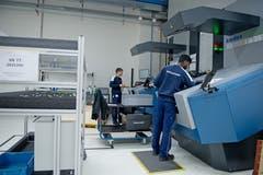 Zur Automation gehören auch drei automatisierte Lagersysteme für Klein-, Mittel- und Grossteile sowie die Einführung eines führerlosen, autonomen Transportsystems. (Bild: Corinne Glanzmann, Buochs, 1. Oktober 2019)