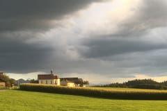 Stürmische Abendstimmung bei Oberwil. (Bild: Armin Kappeler)