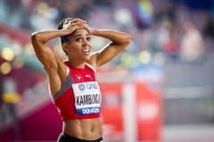2019: Weltmeisterschaften DohaEinmal mehr blickt Mujinga Kambundji auf die Resultate-Anzeige. Sie weiss zu diesem Zeitpunkt noch nicht, was sie gerade geschafft hat. (Bild: Keystone)