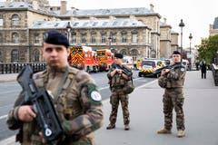 Die Sicherheitskräfte vor Ort im Einsatz. (Bild: Imago Images)