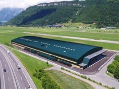 Die neue Strukturbauhalle S der Pilatus Flugzeugwerke auf dem Flugplatz in Buochs wurde in nur einem Jahr erbaut. (Bild: PD)