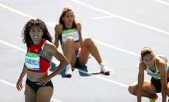 2016: Olympische Spiele Rio de JaneiroBange Blicke auf die Resultate-Tafel. Freude wird aber bei Kambundji aber beim Einblenden der Ergebnisse nicht aufkommen. An den Olympischen Spielen schafft sie es nicht in den Final - weder über 100 noch über 200 Meter. Sie landet am Ende auf den Rängen 14 und 16. (Bild: Keystone)