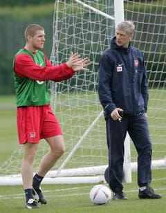 """18. Mai 2005, London. """"2003 wechselte ich mit 18 von Servette zu Arsenal, weil mir Trainer Arsène Wenger sehr viel Vertrauen vermittelte. Ich war das erste Mal weg von zu Hause. Und ich brauchte etwas Zeit, um mich zurecht zu finden. Wenger hat immer viel mit mir gesprochen. Sechseinhalb Jahre war ich bei diesem Klub und es war eine echt gute Zeit. Ich hätte auch zu Bayern oder Real gehen können. Ich war zweimal in München. Meine Mutter wollte, dass ich gehe. Sie sagte, dort kannst du die Matur fertig machen. Aber ich wollte immer nach England und Arsenal hat mir ein gutes Gefühl gegeben."""" (Bild: Keystone)"""