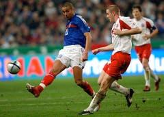 """26. März 2005, Paris. WM-Qualifikation Frankreich – Schweiz (0:0). """"Einer meiner besten Momente meiner Karriere, weil es mein erster Länderspieleinsatz war. Es war immer eine grosse Ehre, für die Schweiz zu spielen. Meine Familie war im Stadion. Und weitere 80 000 Zuschauer. Aber die ersten Menschen, die ich gesehen habe, als ich aufs Feld kam, war meine Familie. Ein wirklich grosser Moment."""" (Bild: Keystone)"""