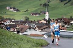 Philipp Arnold aus Cham gewinnt den Berglauf Hasle - Heiligkreuz - First in einer Zeit von 40 Minuten und 24 Sekunden. (Bild: Pius Amrein, 6. Oktober 2019)