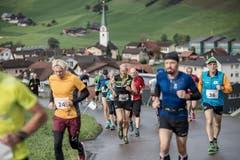 Die Läufer auf dem Weg Richtung Ziel. (Bild: Pius Amrein, 6. Oktober 2019)