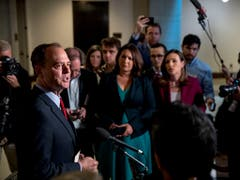 Für Adam Schiff (l), den Vorsitzenden des Geheimdienstausschusses im Repräsentantenhaus, ist Botschafter Gordon Sondland ein «zentraler Zeuge» bei der Aufklärung der Vorwürfe gegen Trump. (Bild: KEYSTONE/AP/ANDREW HARNIK)
