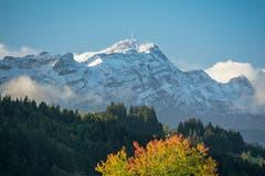 Herbsttag mit winterlichen Aussichten. (Bild: Hans-Jörg Nüesch)