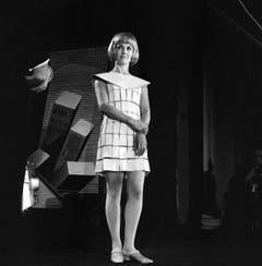 1967 -Liselotte Pulver erhält den «Goldenen Bildschirm», eine Auszeichnung der Zeitschrift «TV Sehen und Hören». (Bild: Keystone / Str)