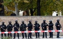 Polizisten im Einsatz (EPA/FILIP SINGER)