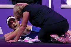 Im Halbfinal gegen Jelina Switolina muss Belinda Bencic gepflegt werden. (Bild: Keystone)