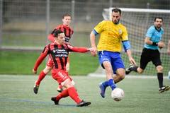 Uzwil (gelb) im Derby gegen Bazenheid. (Bilder: Ralph Ribi)