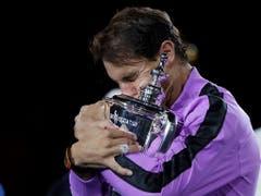 Rafael Nadal gewann in diesem Jahr Roland Garros und das US Open und entriss Novak Djokovic diese Woche die Nummer 1. Sein Fitnessstand ist nach seiner Aufgabe in Paris-Bercy aber das grosse Fragezeichen (Bild: KEYSTONE/FR110666 AP/ADAM HUNGER)