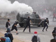 Erneute Proteste und Ausschreitungen in Chile. (Bild: KEYSTONE/EPA EFE/ALBERTO VALDES)
