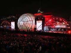 Feier beim Brandenburger Tor zum 30. Jahrestag des Mauerfalls in Berlin. (Bild: KEYSTONE/EPA/FRIEDEMANN VOGEL)