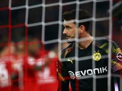 Roman Bürki ist fast permanent beschäftigt - viermal muss er den Ball aus dem Netz holen (Bild: KEYSTONE/AP/MATTHIAS SCHRADER)