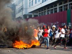 In Haiti demonstrieren seit Donnerstag zahlreiche Menschen gegen unhaltbare Zustände. (Bild: KEYSTONE/AP/DIEU NALIO CHERY)