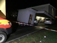 In Montlingen SG wütete der Sturm besonders stark. Rund 20 Häuser sowie Gartenhäuser und Autos wurden beschädigt. (Bild: Kantonspolizei St. Gallen)