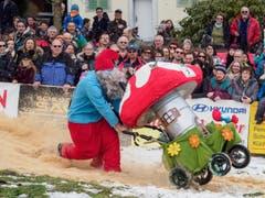 Sägemehl, Schnee und Matsch: Die Piste bot unterschiedliche Unterlagen. (Bild: Sascha Erni)