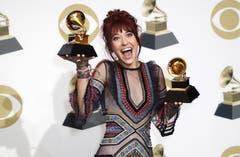 Lauren Daigle mit den Grammys für die beste Darbietung und das beste Album christlicher Contemporary-Musik. (Bild: John G. Mabanglo (Los Angeles, 10. Februar 2019))