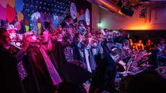 Mit dem «Tanz der Vampire» zeigen sich die Lichtensteiger Städtli-Schränzer schaurig-schön elegant. (Bild: Sascha Erni, 8. Februar 2019)