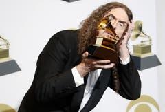 Weird Al Yankovic mit dem Grammy für bestes Paket als Box oder limitierte Sonderausgabe. (Bild: John G. Mabanglo (Los Angeles, 10. Februar 2019))