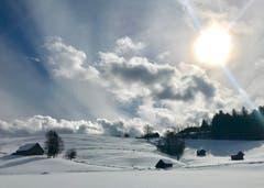 Teilweise sonnig im Ägerital. (Bild: Peter Bumbacher, Unterägeri, 12. Februar)