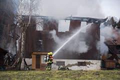 Das Haus brannte bis auf die Grundmauern nieder. (Bild: Dominik Wunderli)