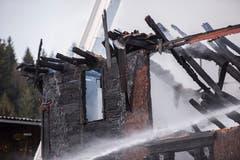 Völlig zerstört: Vom Holzhaus blieb nach dem Brand nichts mehr übrig. (Bild: Dominik Wunderli)