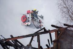 Beim Brand des Wohngebäudes hat eine Familie ihr ganzes Hab und Gut verloren. (Bild: Dominik Wunderli)