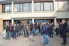 Die Mitglieder von Bio Ostschweiz sind nach der Versammlung startklar für den Rundgang durch den Neubau des Landwirtschaftlichen Zentrums in Salez. (Bilder: Adi Lippuner)