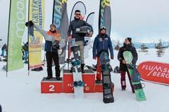 Gabriel Zweifel (Zweiter von rechts, Rang drei) durfte am ersten von zwei Heimrennen am Flumserberg wieder einmal aufs Podest steigen. (Bild: Bilder: Chris Eggenberger)