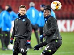 Die Spieler von Napoli freunden sich im Training mit dem Letzigrund an (Bild: KEYSTONE/WALTER BIERI)