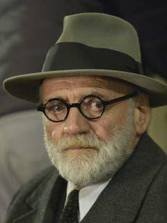 Ganz als Sigmund Freud während der Dreharbeiten zu «Der Trafikant» von Nikolaus Leytner am 20. Oktober 2017, in Wien. (Bild: Keystone)