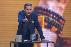 Steff la Chefs erhält die Auszeichnung für den «Best Female Act». (Bild: KEYSTONE/Urs Flueeler)