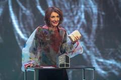 Sina erhält den Outstanding Achievement Award. (Bild: KEYSTONE/Urs Flueeler)
