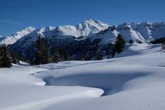 Schnee in Hülle und Fülle im Valsertal vom Kristalloch Richtung Piz Tomül. (Bild: Franz Häusler)