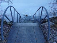 Noch lädt der Bichelsee nicht zum Baden ein. (Bild: Stephan Lendi)